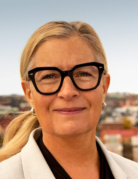 https://wwwallmannabarnh.cdn.triggerfish.cloud/uploads/2019/11/Cecilia-Sjölander-stående-e1573633436631.jpg